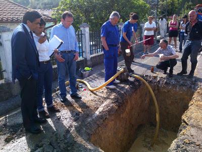 El alcalde supervisa las dos catas en La Turbera