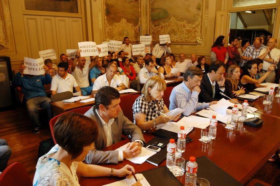 Pancartas en el Pleno