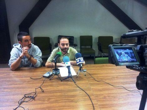 Álvaro Villegas e Iván Martínez informando sobre los distintos temas tratados en la Comisión de Medio Ambiente.