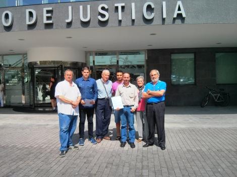 Presentación de la denuncia en el Palacio de Justicia de Torrelavega