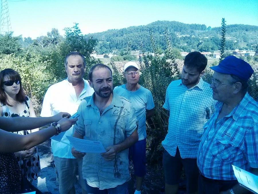 Manuel Calderón e Iván Martínez denuncian, junto a los vecinos, el estado de abandono en el que se encuentra el Parque de Ganzo