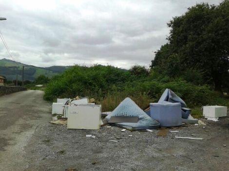 Nuevo vertedero ilegal en Sierrapando