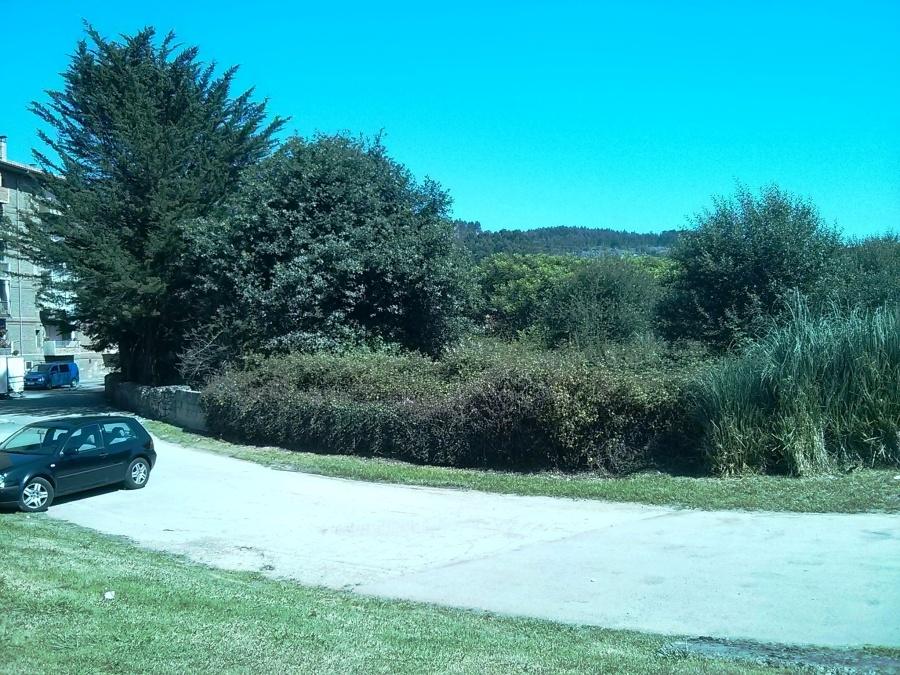 Finca ubicada junto al Parque de Ganzo