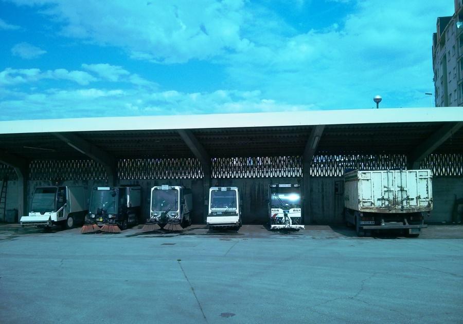 Máquinas barredoras en las instalaciones del Servicio de Limpieza