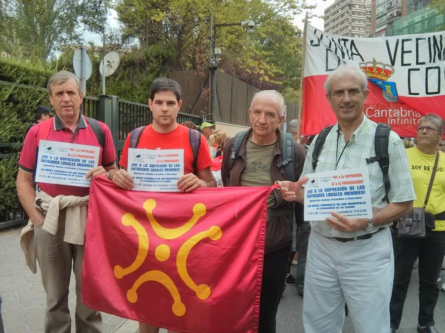Representación de ACPT y Viérnoles en la manifestación de Madrid en contra de la supresión de las Juntas Vecinales