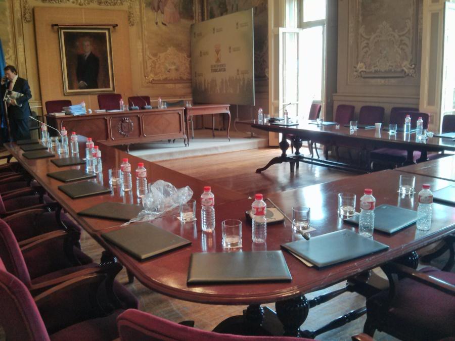 """Salón de Plenos, """"vacío"""" tras la retirada de todos los concejales de la corporación"""