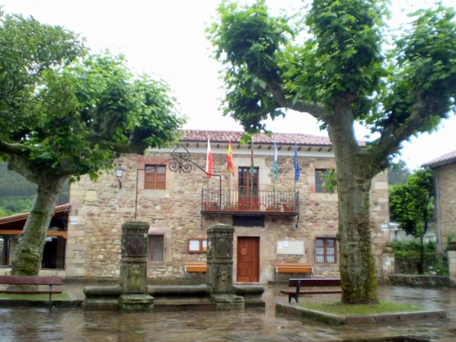 Junta Vecinal de Viérnoles, levantada y construida por las y los vecinos del pueblo, años atrás.