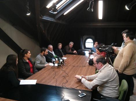 Los vecinos de La Turbera  trasladan a la prensa su indignación por los retrasos en las soluciones comprometidas por Ildefonso Calderón
