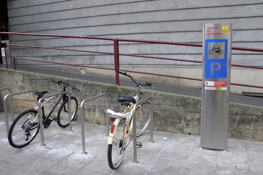 Ejemplo de aparcabiciletas en la estación de autobuses de Santanderpoco m