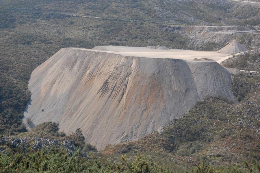 Una de las canteras que amenazan el Monte Dobra