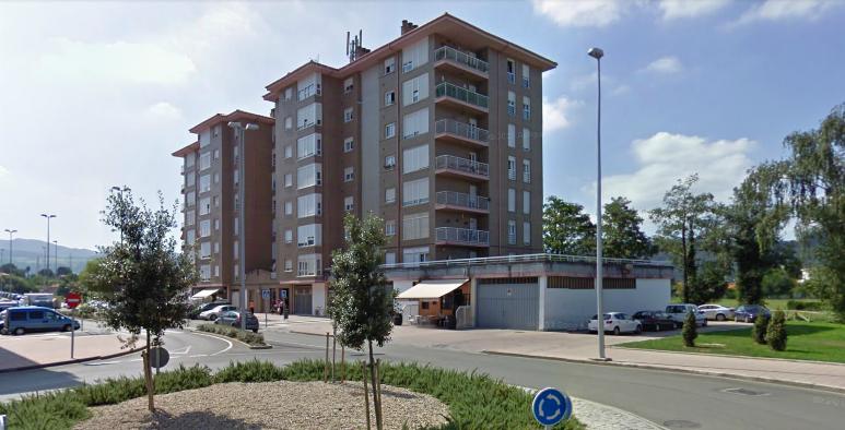 Los vecinos de esta comunidad de la Avenida de Cantabria (Nueva Ciudad) habían acordado retirar la antena de su azotea. La ley de Telecomunicaciones aprobada en el Congreso gracias a los votos de PSOE y PP anula su decisión.