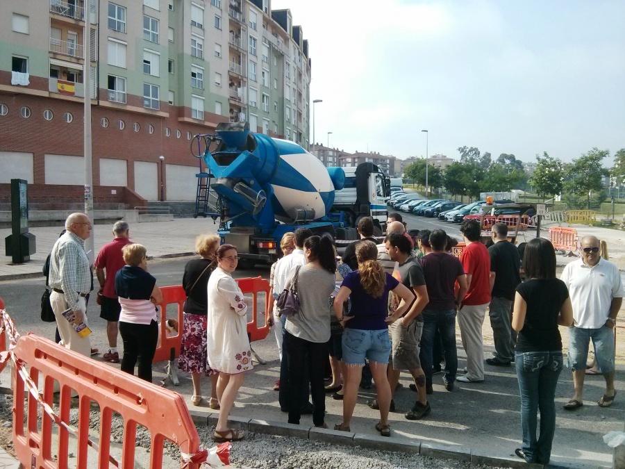 Los vecinos paralizaron las obras como protesta ante una administración que impone la construcción de una dársena innecesaria