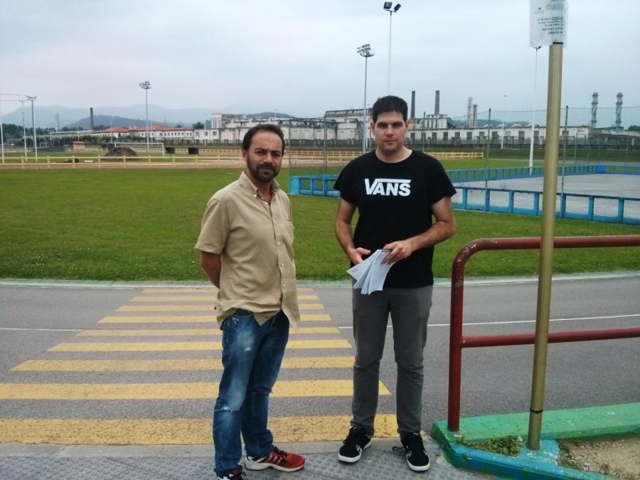 Iván Martínez y Javier Polanco junto al velódromo y las pistas de atletismo