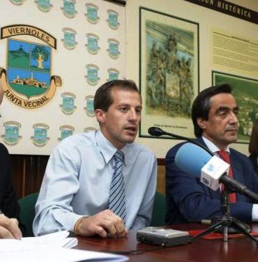 Jorge Gutiérrez, presidente de la Junta Vecinal de Viérnoles en compañía de Ildefonso Calderón