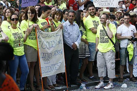 Miguel Ángel Revilla, con el PRC en la oposición durante el Gobierno de Ignacio Diego del PP, en las protestas laborales de Golden Line en Torrelavega en agosto de 2013.